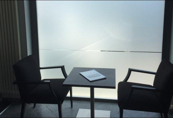 Milchglasfolierung - Folie aufziehen, Dusted, Sichtschutz, Glasveredelung